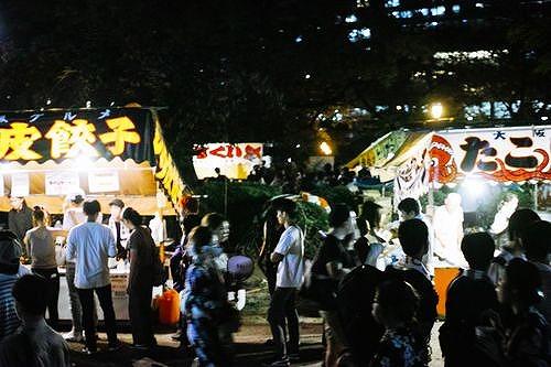 【悲報】博多市民「くぅ~仕事終わり!w中洲の屋台で焼き鳥とんこつラーメンビールを頬張るかぁw」