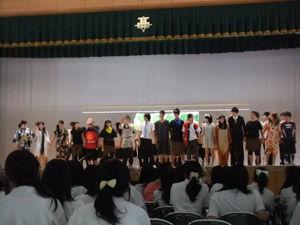 3-8舞台発表-劇「桃太郎-〜正解のない正義の授業のお話〜」