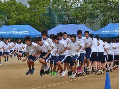 076_第39回体育大会_みんなでジャンプ02