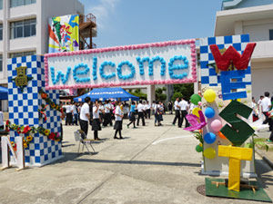 014_西高祭_2-7 校門装飾「Welcome West」