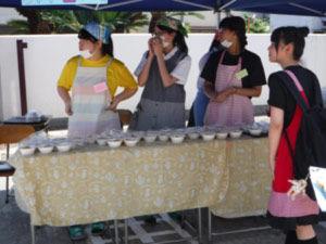 032_西高祭_家庭科部 模擬店「炊き込みご飯始めました」