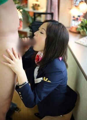 客室乗務のストレスをHで発散するスチュワーデスの淫乱痴態画像