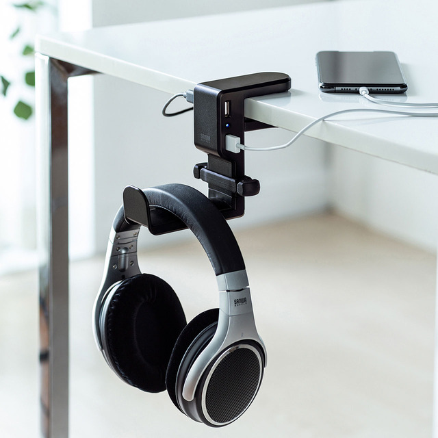Photo of Headphone hook with a USB port that can be easily attached by simply sandwiching it from a Sanwa Supply to a desk or shelf