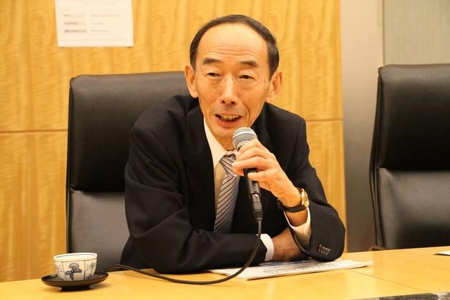 記者からの質問に答える、NTTコミュニケーションズ株式会社代表取締役社長の有馬彰氏