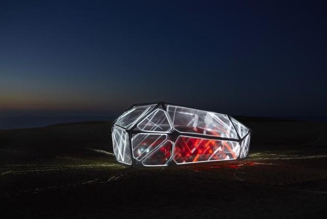 第二弾:鳥取砂丘に新型Audi TTを模した近未来型モニュメントを限定展示
