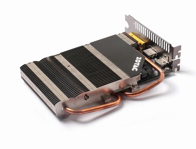 ヒートシンクと高熱伝導を実現する2本のヒートパイプの組み合わせによるファンレス仕様