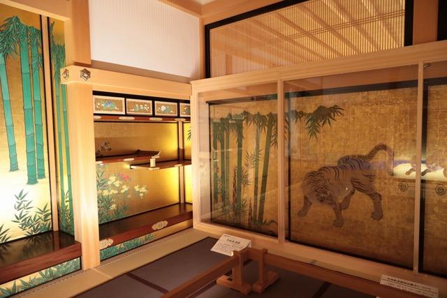 重要文化財の障壁画「竹林豹虎図」