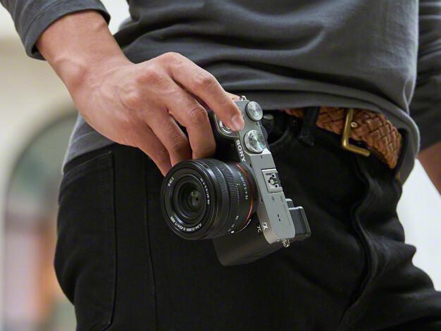 フルサイズミラーレス一眼カメラ「α7C」