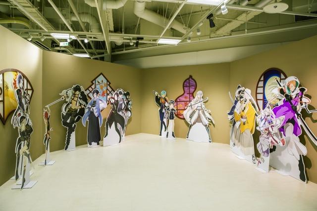 刀剣男士パネル展示のコーナーでは、刀剣男士と一緒に写真を撮ることができる