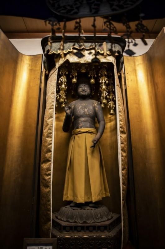 安産守護の御利益があると言われている阿弥陀如来立像
