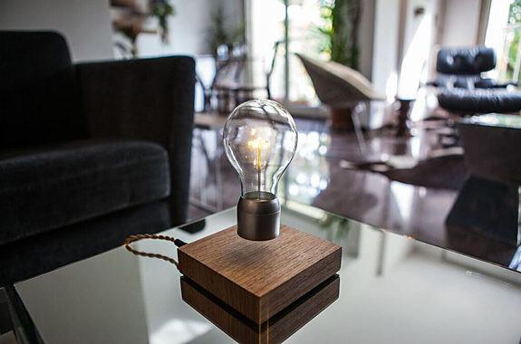 電球が浮かぶLED照明
