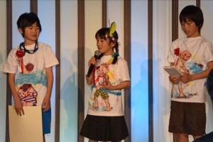 東芝賞の世田谷区立桜丘小学校のプレゼンターたちTシャツは手作り