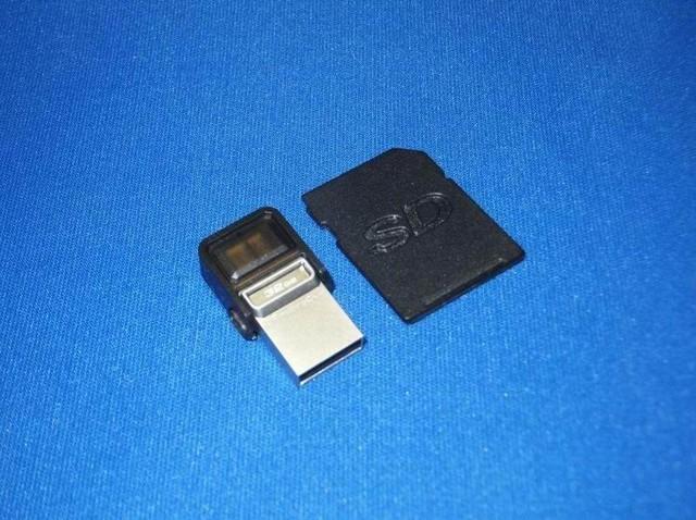 こちらが初代の「DataTraveler microDuo」