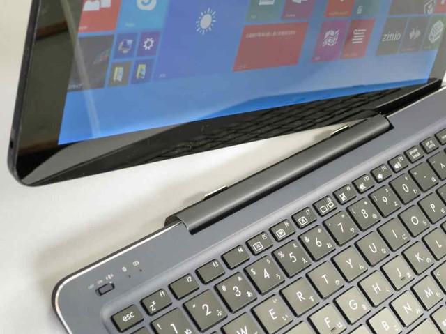 タブレット部(液晶部)とキーボード部は、強力なマグネットで接続される。
