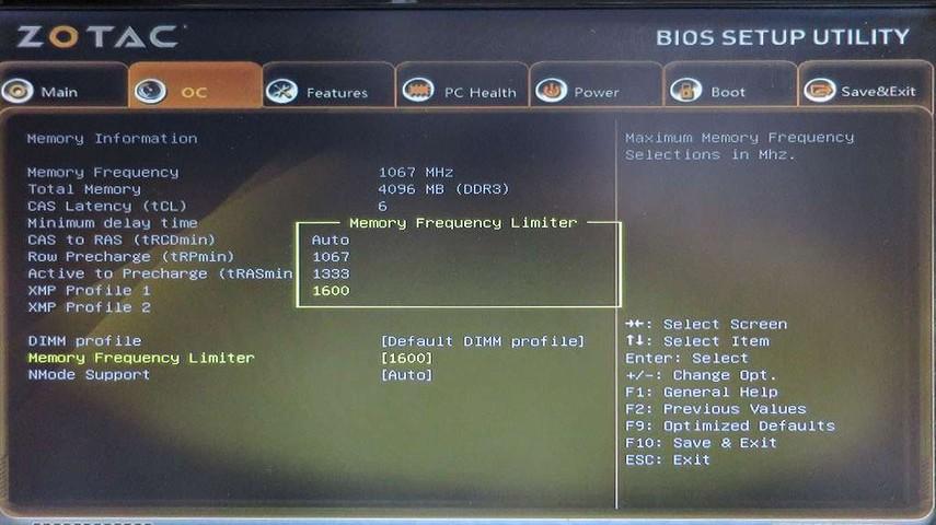 「BIOS SETUP UTILITY」で、1600MHz/1333MHz/1067MHzに設定できる