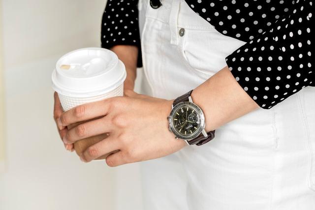 木の香りが楽しめる腕時計