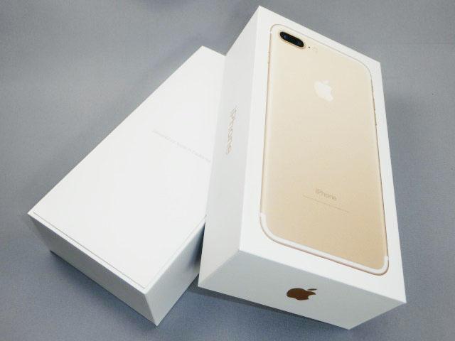 パッケージを開けると、まだ「iPhone 7 Plus」は見えない。