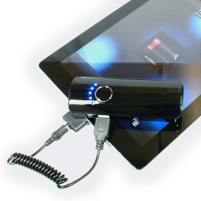 ライトも充電も本格派 高輝度LEDライトを内蔵する大容量モバイルバッテリー【イケショップのレアもの】