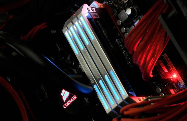 カスタマイズ可能なLED light barを搭載