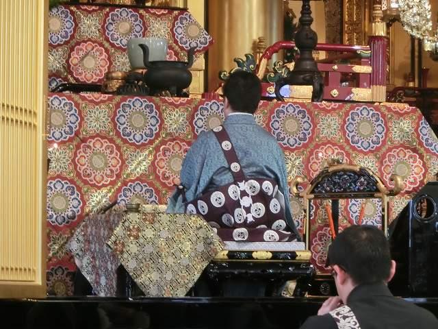 築地本願寺で奉告参拝しているところ