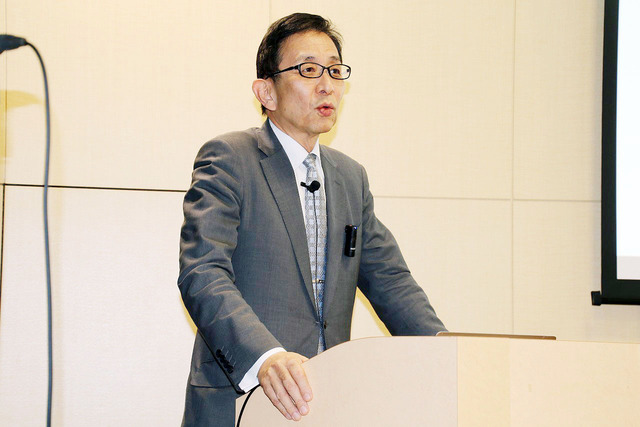フアイア(顆粒)の現状を報告する日本フアイア研究会学術担当理事新見正則氏