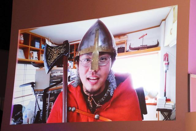 ヴィンランド・サガ原作者の幸村誠先生がヴァイキングの姿で登場。会場は笑いに包まれた