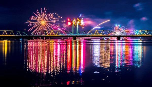 夏の終わりは『ござれや花火』で締めくくる!『阿賀野川ござれや花火』8月25日開催!五感で感じる「二尺玉」「花鳥風月」に「水上尺玉」圧巻の花火。