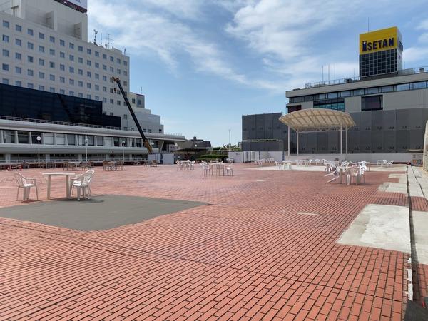 バスセンター2階の広場_200825_1