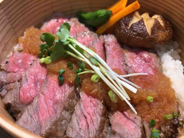 新潟のいいものが食せる!使える!『新潟伊勢丹』にオープンした『NIIGATA越品 ダイニング』で『新之助で味わうステーキ重』食べてみた。