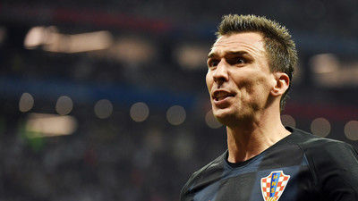 """「唯一、ボールに反応した男がそこにいた」決勝行きの決定打となったのは…英レジェンドたちがクロアチア""""不屈の男""""に脱帽"""