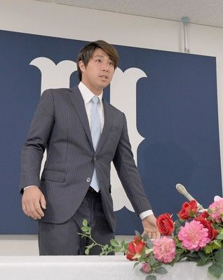 広島・野村は被死球考慮し現状維持球団本部長は「ずっとおって」