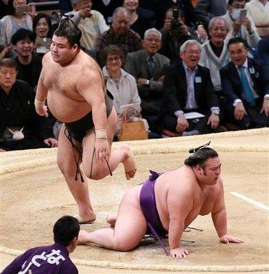 貴景勝、高安との直接対決に敗れ2敗目優勝争いは千秋楽に持ち越し/九州場所