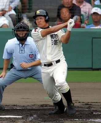 駒大苫小牧OB「メガネの主将」本間篤史氏が始球式