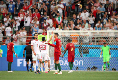 遅れたビデオ判定、壊れた試合イラン―ポルトガル戦