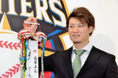 日本ハム・西川2年4億円でサイン「年俸に見合う実力を出したい」