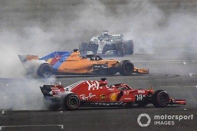 """レース後""""ド派手""""なドーナツターンの競演。それに加わることが許されなかったグロージャン「ピットは""""ダメだ""""と言っている」 F1アブダビGP無線"""