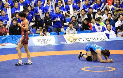伊調残り10秒で底力逆転!五輪金メダリスト対決制し復活V東京五輪へ「まだ上げていける」