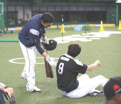鷹柳田本塁近くでアップ、西武栗山から3度目謝罪も