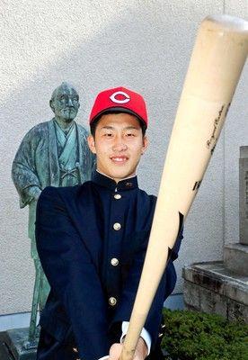 広島ドラ1・小園、出世番号51誠也から継承鈴木球団本部長の期待度MAX