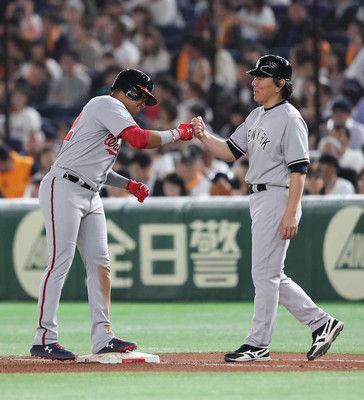 MLB選抜・松井コーチ、巨人戦で一塁コーチ務める「膝が痛くなってきた」