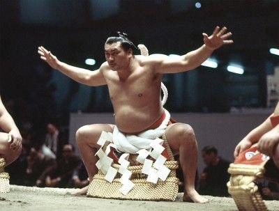 輪島さんが死去70歳元横綱、輪湖時代築く黄金の左で風靡