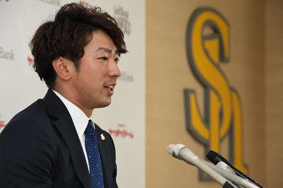 ソフトバンク移籍で輝き戻った西田支えは帽子のつばに書いた「77」