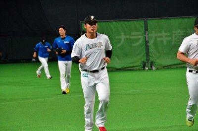 初先発の日本ハム清宮、第1打席でフェンス直撃二塁打138キロ直球フルスイング