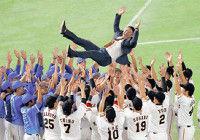 村田さん、涙のサプライズ胴上げ…巨人に横浜にファンに感謝