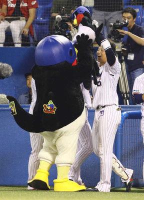 神宮球場でも安室奈美恵惜別!ヤクルトの野手が打席に入る登場曲に安室曲使用
