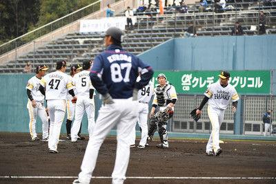 武田メッタ打ちで異例の降板指令SBが西武に大敗/練習試合結果