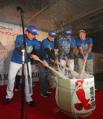 「死ぬほど浴びましょう!チェスト~」ソフトB、柳田掛け声で祝勝会スタート