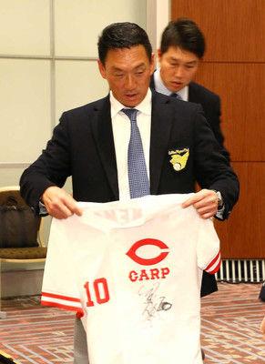 金本氏、退任後初めて虎語る矢野新監督にエール「とにかく頑張ってほしい」若虎たちは「わが子」