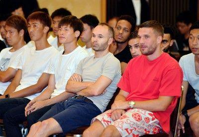 神戸ポドルスキ、イニエスタら全選手が新監督就任会見に異例の出席