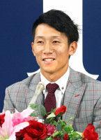 【広島】西川リーグワースト17失策も1100万円増の3100万円
